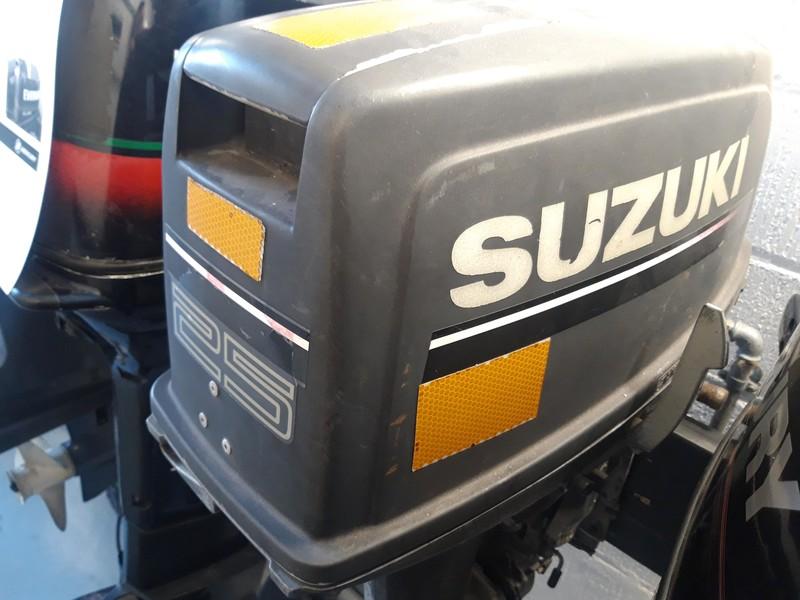 Suzuki DT25